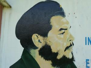 Peinture de Che Guevara sur un mur cubain