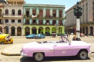 Centre de La Havane, avec vieille voiture américaine