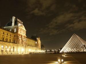 voyageur-attitude   Louvre