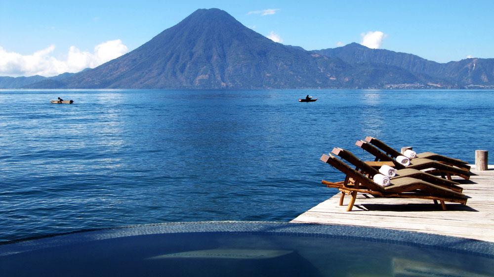 Laguna Lodge Guatemala piscine et vue
