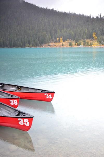 Lake Louise - Voyageur Attitude