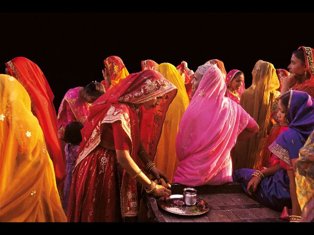 [Image] Vos images - Page 19 Femme-en-saris-_640x480